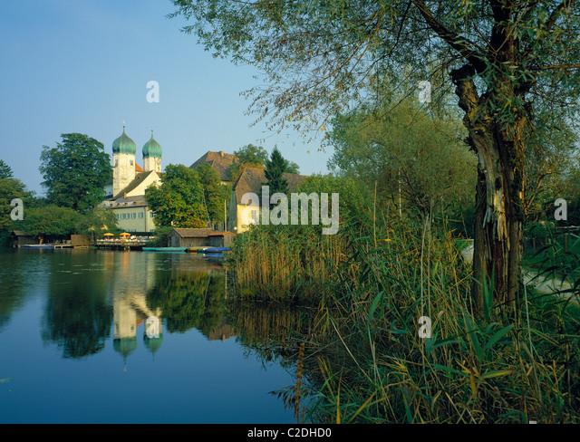 Benediktinerkloster und Schloss Seeon in Seeon-Seebruck, Chiemgau, Alpenvorland, Oberbayern - Stock Image