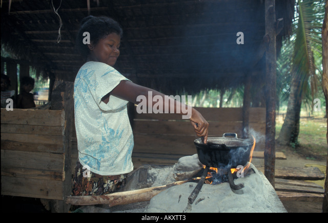 Nicaragua Miskito Coast Sandy Bay Indian village  cooking pot inside hut daily primitive life - Stock Image