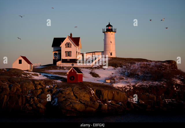 USA, Maine, York County, Cape Neddick Lighthouse in winter sunset - Stock Image