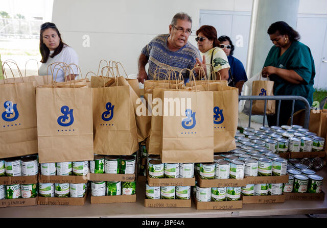 Miami Florida Little Havana Jose Marti Park Thanksgiving Turkey Giveaway give-away give away General Mills donated - Stock Image