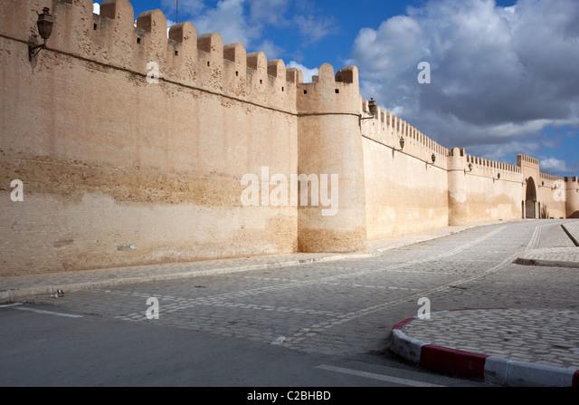 City walls surrounding the medina of Kairouan, Tunisia. - Stock Image