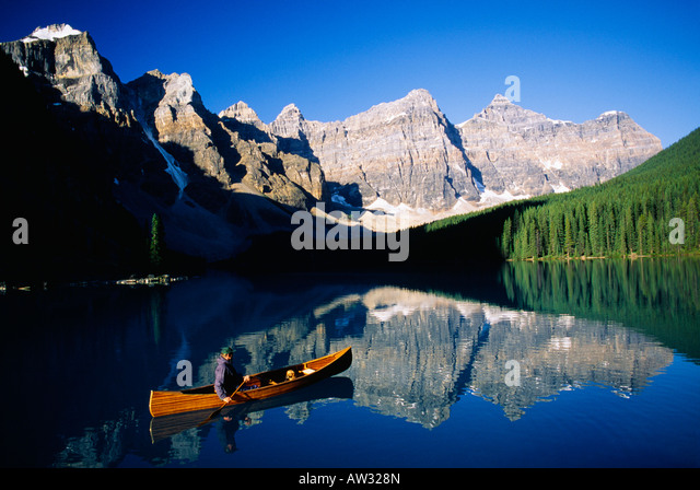 Man in canoe, Moraine Lake, Banff National Park, Alberta, Canada - Stock Image