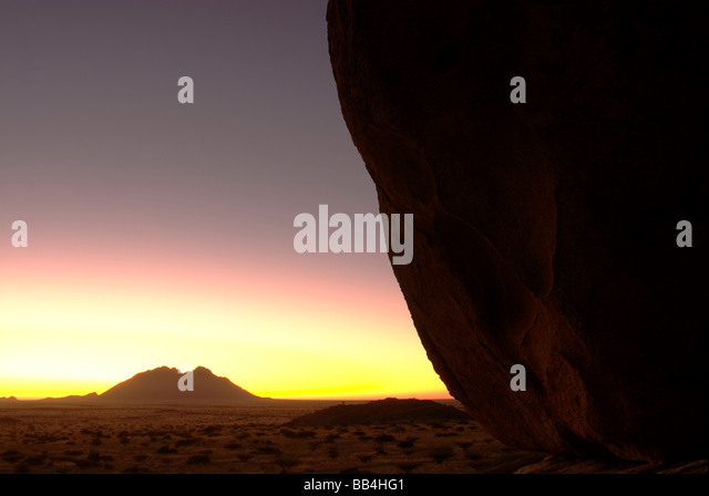 Spitzkoppe, NAMIBIA - DECEMBER (31): Sunset on New Year's Eve over the Namib Desert - Stock-Bilder