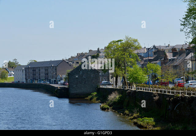 Main Street and River Lennon, Ramelton, County Donegal, Ireland. - Stock Image