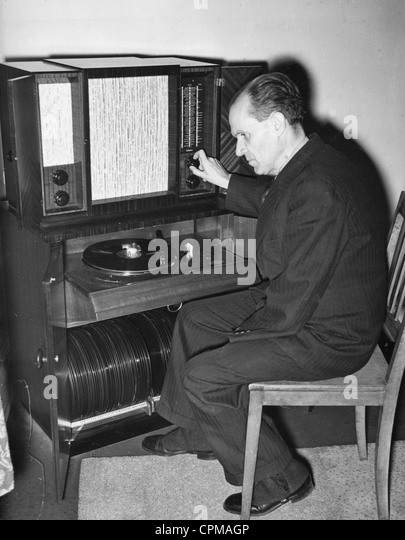 Prof. Schuenemann in the records archive of the Prussian State Library, 1939 - Stock-Bilder