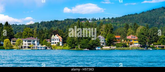 Worthersee lake, Austria - August 14 2016: luxury villas on shore of beautiful alpine lake Worthersee in summer. - Stock Image