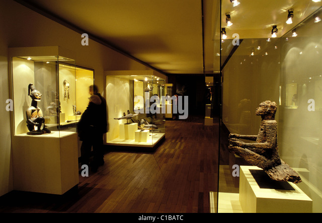 Exhibition Room D : African arts stock photos images alamy