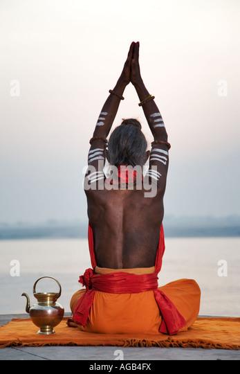 Sadhu or holy man performing manas puja Ganges River Varanasi India - Stock-Bilder