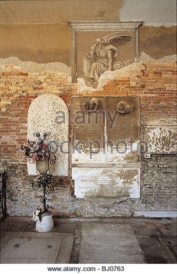 Memorial in the cloisters of the church of San Michele in Isola, Venice, Italy - Stock-Bilder