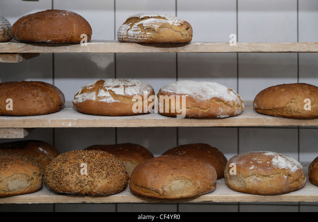 Germany, Upper Bavaria, Egling, Breads in wood stove bakery - Stock-Bilder