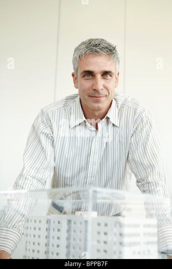 Man standing next to architectural model - Stock Image