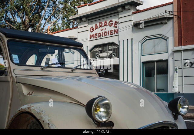 2cv stock photos 2cv stock images alamy for Garage citroen paris