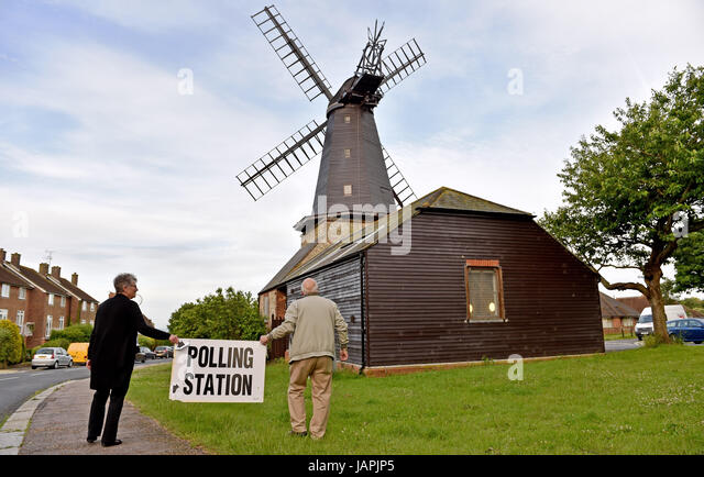 Hove Brighton, UK. 8th June, 2017. Carol Fairey a polling clerk and Peter Hill the president of Blatchington Windmill - Stock-Bilder
