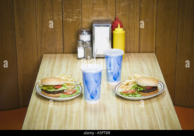Close-up of cold drinks and burgers on the table - Stock-Bilder