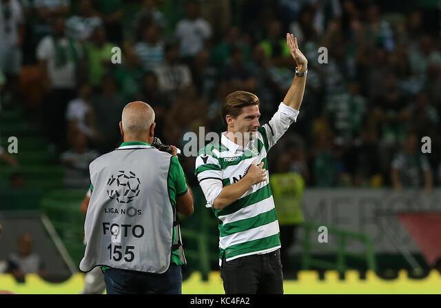 Lisbon, Portugal. 01st Oct, 2017. Adrien Silva tribute to the fans during Premier League 2017/18 match between Sporting - Stock Image