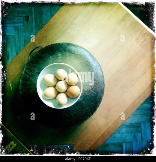 Wooden kitchen work surfaces with eggs - Stock Image