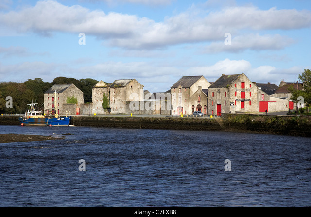 the old warehouses on the quay at the river lennon ramelton county donegal republic of ireland - Stock Image