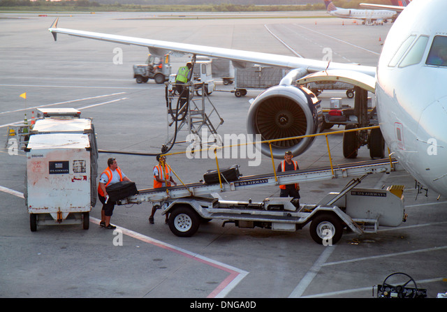 North Carolina Charlotte Charlotte Douglas International Airport CLT terminal concourse gate area tarmac ground - Stock Image