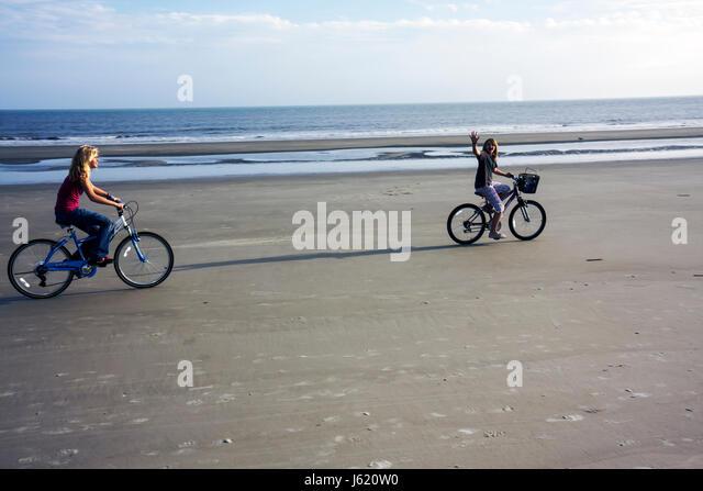 South Carolina Hilton Head Island Sea Pines Plantation Atlantic Ocean resort girl teen waving bicycle cycling exercise - Stock Image