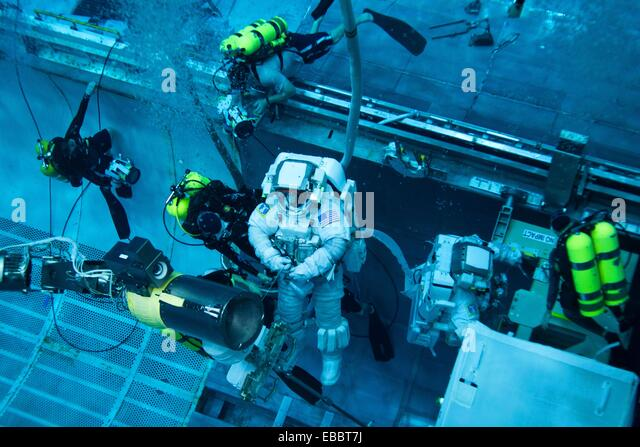 NASA astronauts Rex Walheim, left, and Mike Fossum arei aided by divers as they work in a mock up of the space shuttle´s - Stock Image