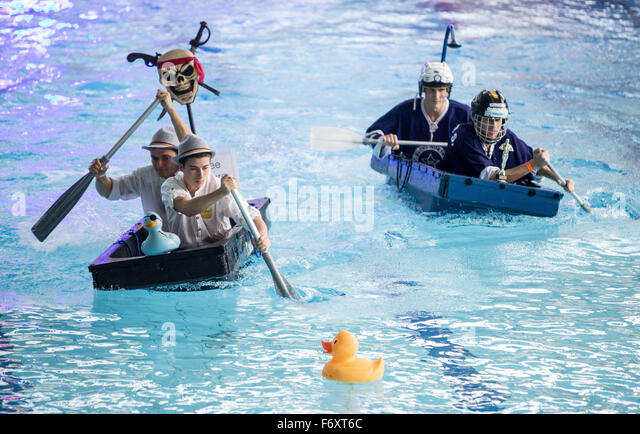 Duesseldorf, Germany. 21st Nov, 2015. Participants of the first world championship bathtub race in action in Duesseldorf, - Stock Image