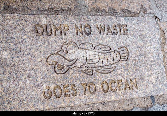 Hawaii Hawaiian Oahu Honolulu Chinatown dump no waste goes to ocean gutter sign warning pollution preventing - Stock Image