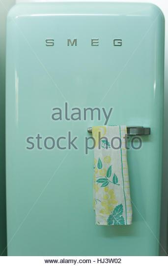 Green Vintage Style Fridge - Stock-Bilder
