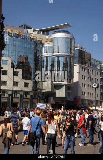 Vienna Stephansplatz Haas buidling people - Stock Image