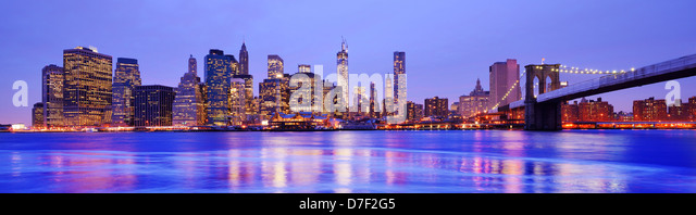 New York City Panorama at the Financial District and Brooklyn Bridge - Stock Image