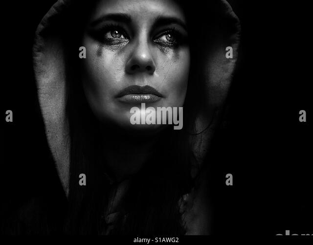 Black and white portrait of woman crying - Stock-Bilder