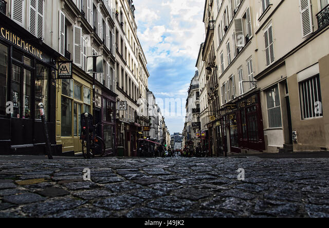 18eme stock photos 18eme stock images alamy for Miroir rue des martyrs
