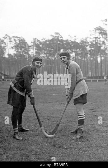 Historical photo, women's hockey, ca. 1920 - Stock Image