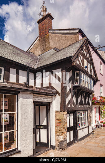 One of the oldest houses in Great Britain, built about 1400, in Beaumaris, Anglesey, Wales, UK - Stock-Bilder