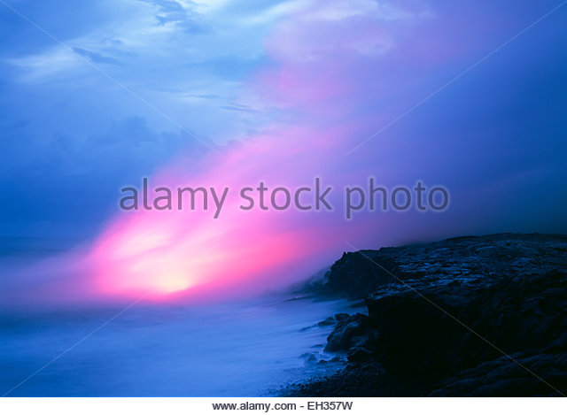 Molten lava flowing into the ocean at Kupapa'au, at dusk.  Hawaii Volcanoes National Park, The Big Island, Hawaii - Stock Image