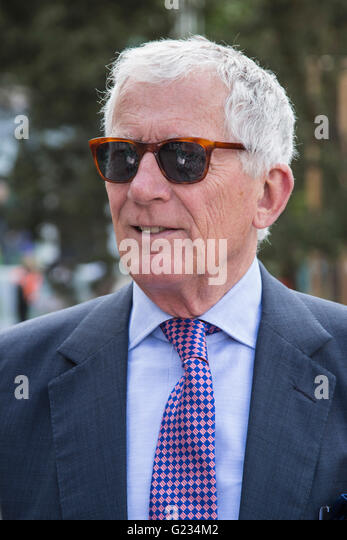 London, UK. 23 May 2016. Nick Hewer. Press day at the RHS Chelsea Flower Show. The 2016 show is open to the public - Stock-Bilder