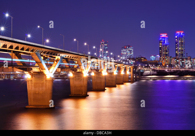 Han River and Bridge in Seoul, South Korea. - Stock Image