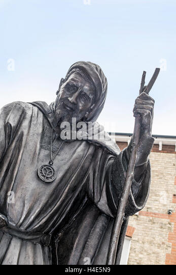 Bronze Statue of Canterbury Tales Author Geoffrey Chaucer by Sam Holland - Stock Image