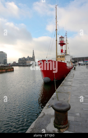 ship-in-the-port-of-antwerp-at-the-bonap