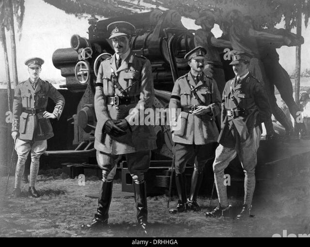 Painting of British officers and artillerymen, WW1 - Stock-Bilder