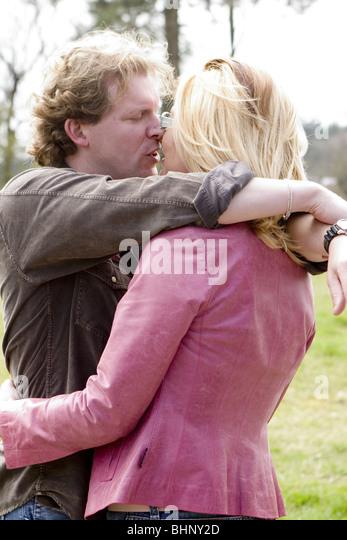 Happy 30s couple portrait kiss SerieCVS417205 - Stock-Bilder