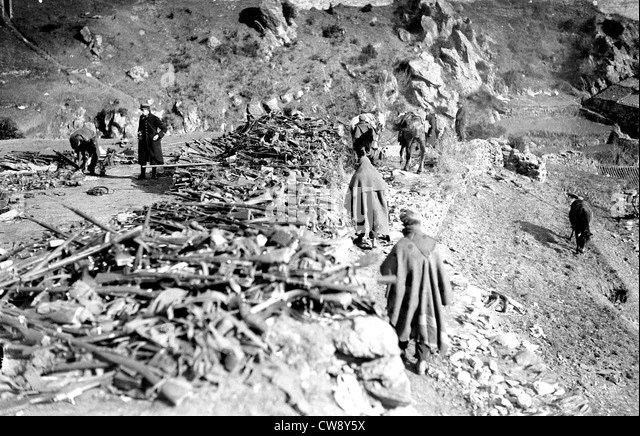 Spanish refugees at Prats-de-Mollo. Weapons surrendered militia - Stock Image