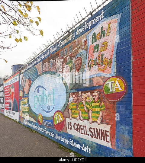Pobl Belfast - International Peace Wall,Cupar Way,West Belfast, Northern Ireland, UK - Stock Image