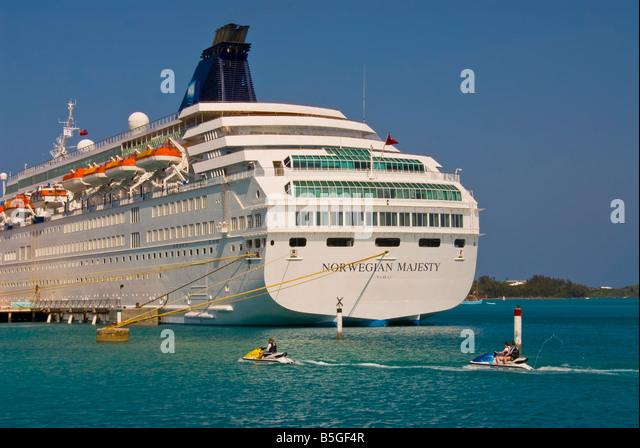 st george town Bermuda cruise ship jet skis - Stock Image