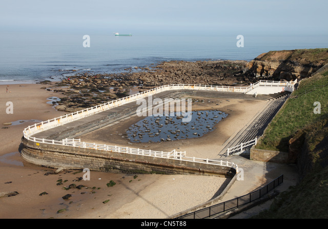 Outdoor tidal swimming pool stock photos outdoor tidal swimming pool stock images alamy for Swimming pools in the north east