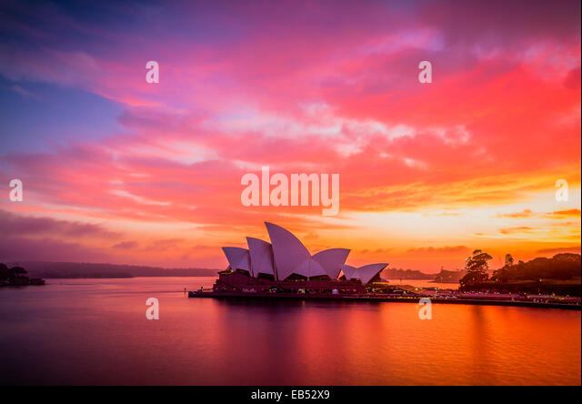 A gloriously vivid sunrise sky above the Sydney Opera House - Stock Image