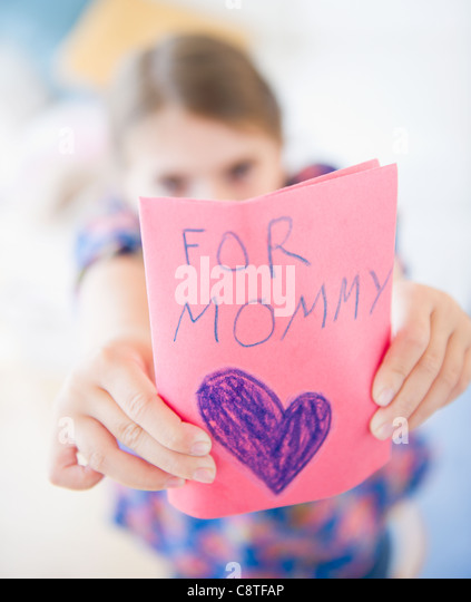 USA, New Jersey, Jersey City, Girl showing greeting card for mother's day - Stock-Bilder