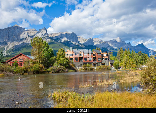 Condos by the Bow River in the Township of Canmore Alberta Canada - Stock-Bilder