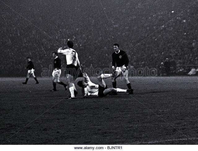 22/10/69 WORLD CUP QUALIFIER WEST GERMANY v SCOTLAND Tommy Gemmell (right) kicks German opponent Helmut Haller - Stock Image
