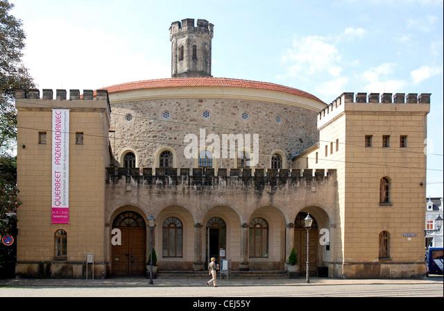 Municipal theatre of Goerlitz at the Deminaniplatz with the Bastion Kaisertrutz in the background. - Stock-Bilder