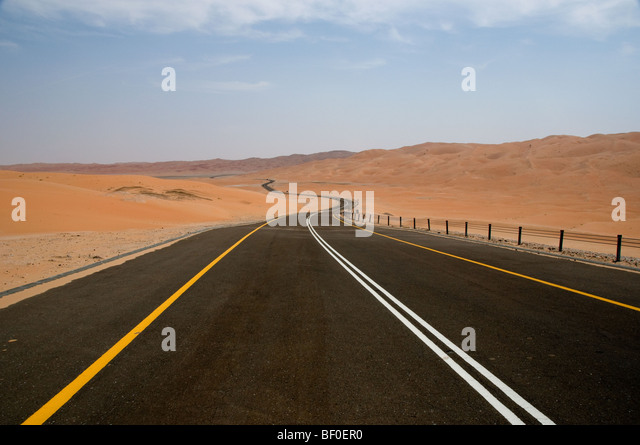 Desert road in Liwa, Abu Dhabi, UAE - Stock Image